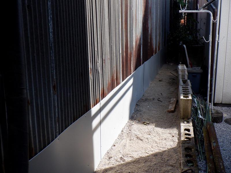 トタン波板に張られたガルバリウム鋼板