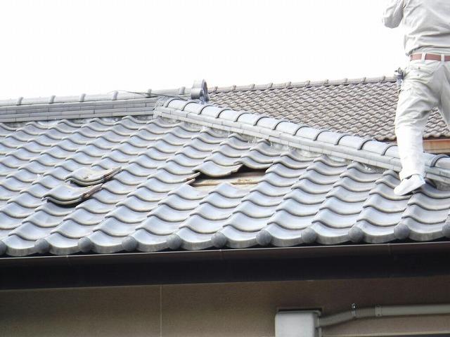 雨漏りしているところの瓦を取り外したところ