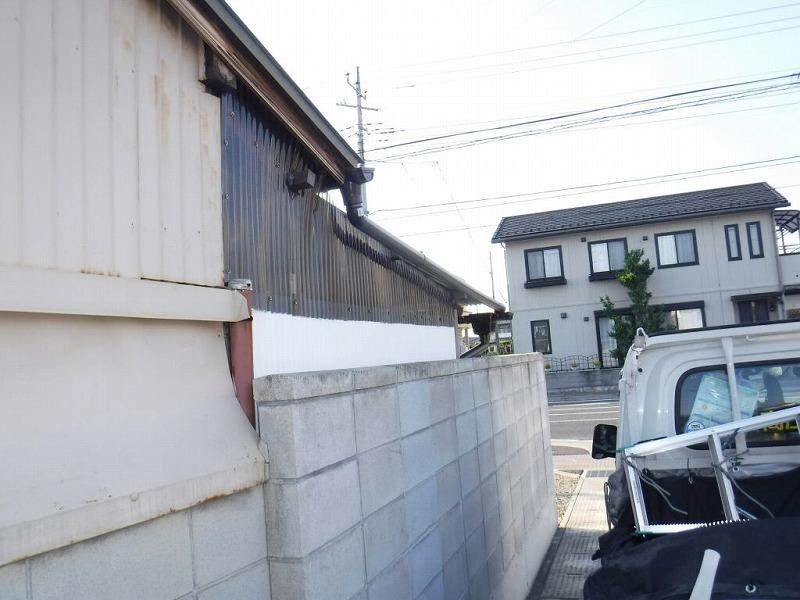小屋雨樋完成道路から見て
