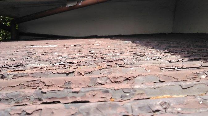 トタン波板の傷んだ塗装