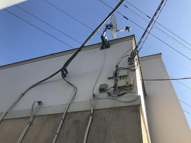店舗外壁西側配線各種