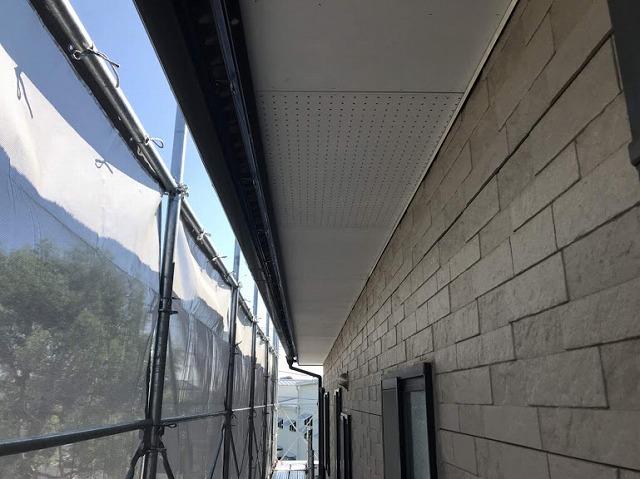 ケイカル板とケイカル有孔板を軒天井として使う