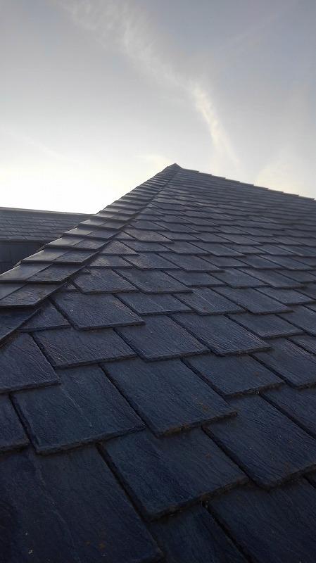 厚みのあるスレートの屋根
