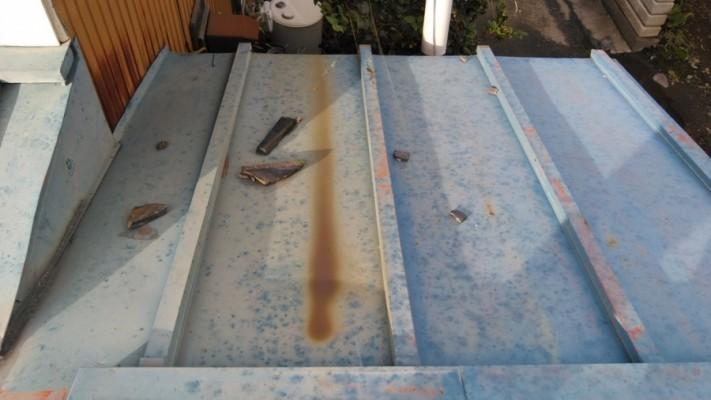 板金屋根の茶色の錆び