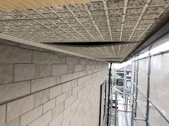 足場から見た軒天井のたわみの連続
