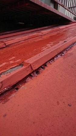 トタン屋根の塗膜の剥がれ