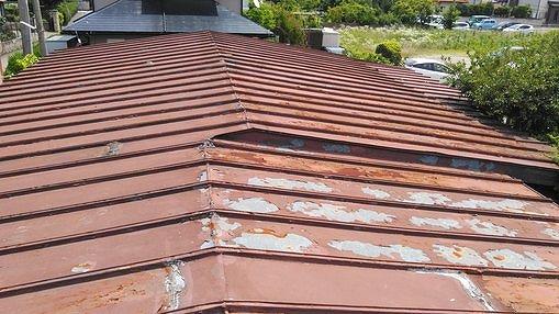塗膜の剥がれたトタン屋根