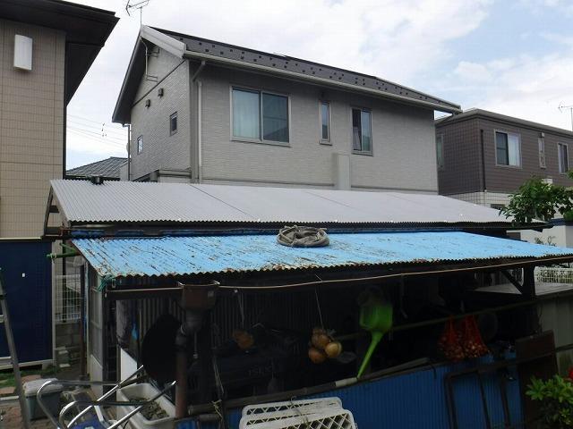 農機具小屋の波板屋根を一部張り替えたところ全景