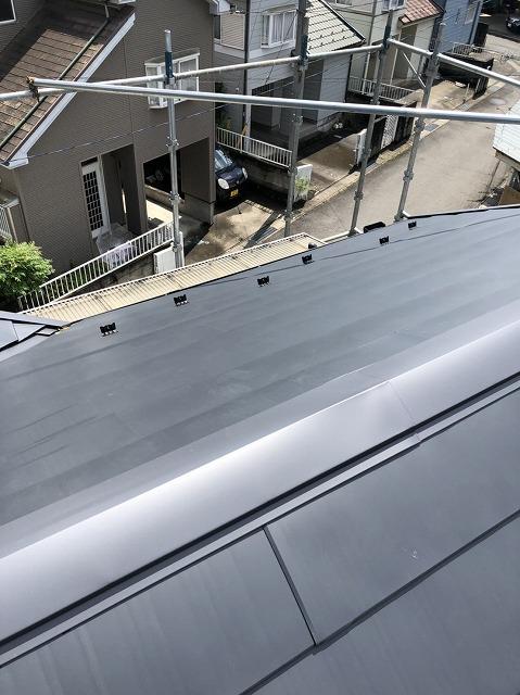 ガルバリウム鋼板の屋根と雪止め