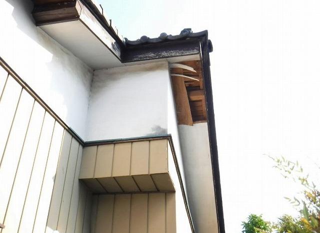 北から見た軒天井の取れてしまったところ