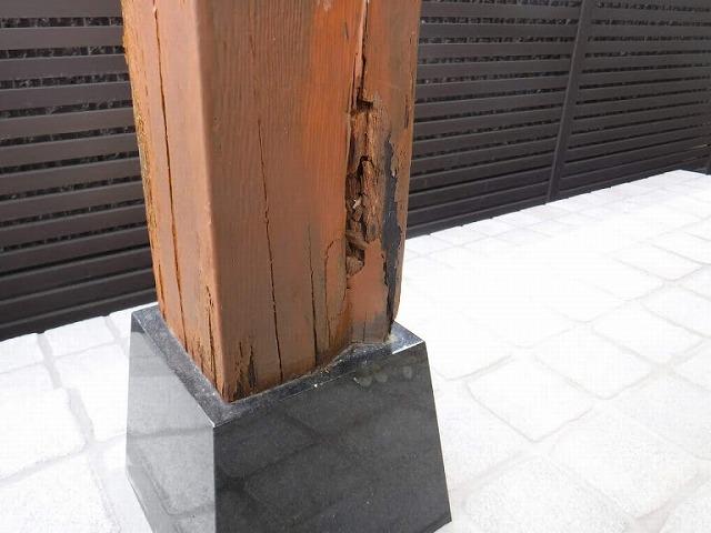 玄関の柱の根本朽ちているところ
