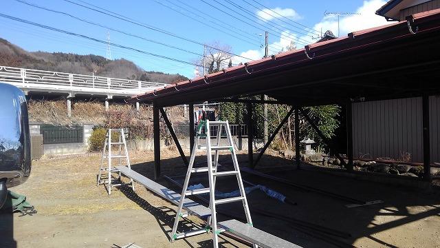 車庫の屋根の雨どい取り外し