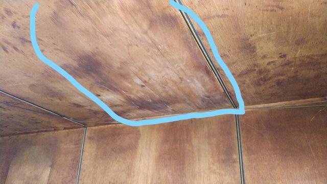 室内の雨漏りのシミ
