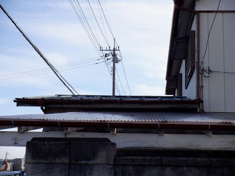 高崎市で釘が抜け風が吹くとバタバタ音がするトタン屋根の棟板金