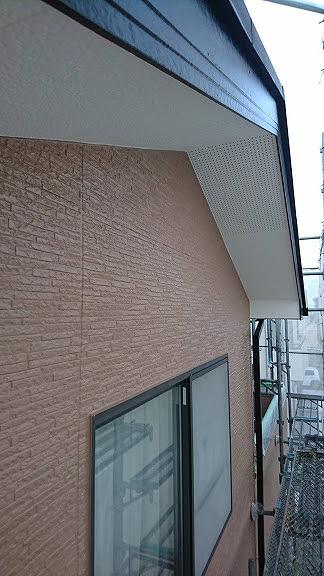 外壁と軒天井と破風板塗装後