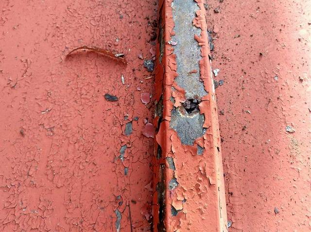 板金屋根の雨漏りの穴