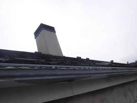 軒樋の塗膜剝がれとパミールの層剥離