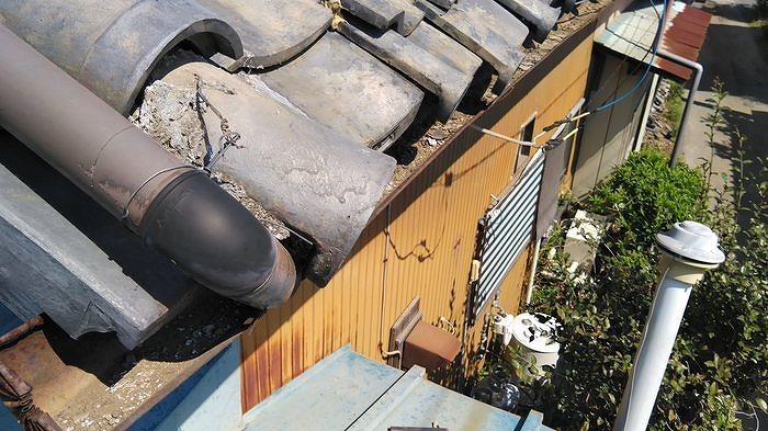 土葺き屋根の軒先瓦