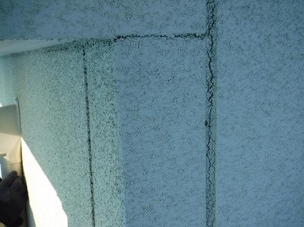 リシン壁の継ぎ目のひび割れ