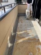 既設のバルコニー防水をカットして剥がしたところ