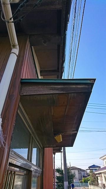 賃貸住宅の玄関を横から見た状態
