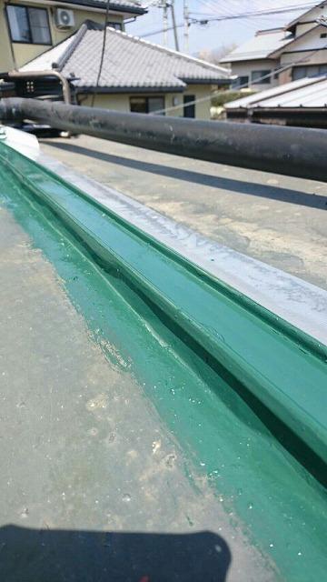 1階の屋根の瓦棒を塗装