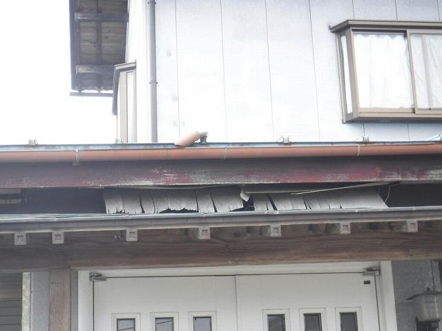 軒天井の剥がれ正面