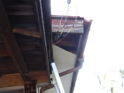 軒天井の穴