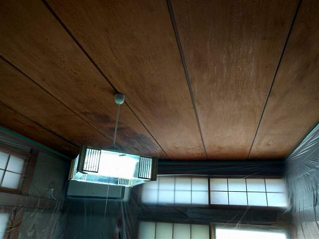 和室天井際まで養生シート