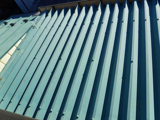 塗装の薄くなってきた折板屋根