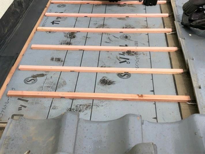 防水シートに水抜き加工した瓦桟