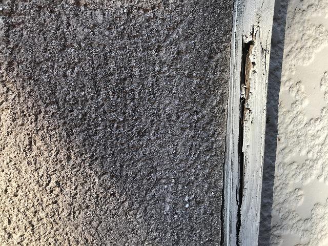 店舗外壁の見切り材の木部