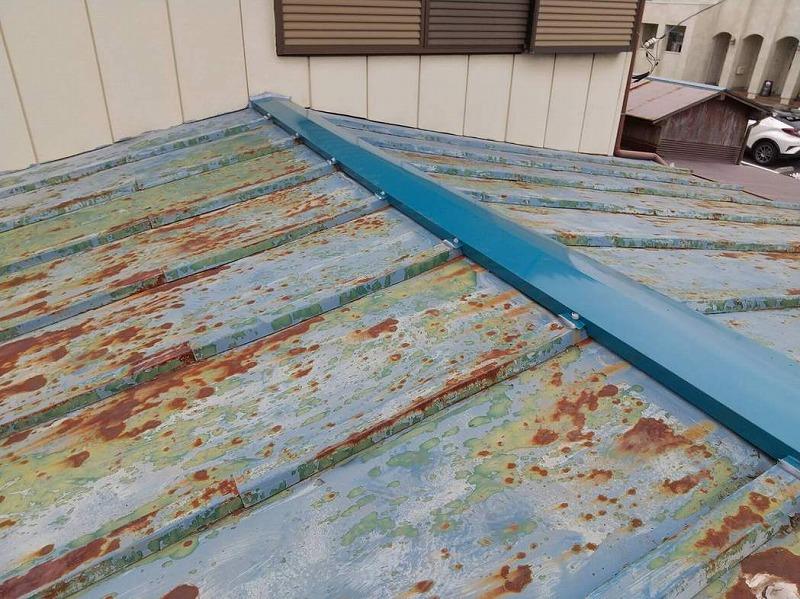 ガルバリウム鋼板の棟板金完成