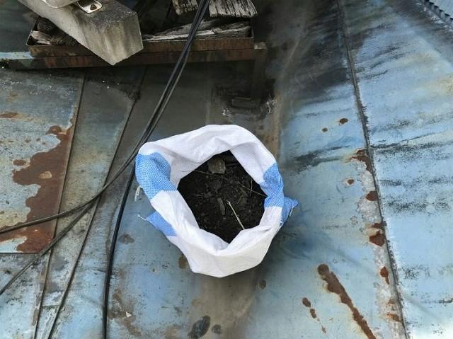 取り除いた板金屋根のゴミの袋
