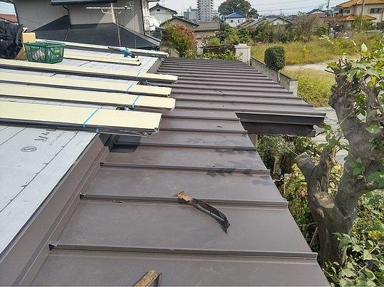 一段下の屋根の板金西から見て