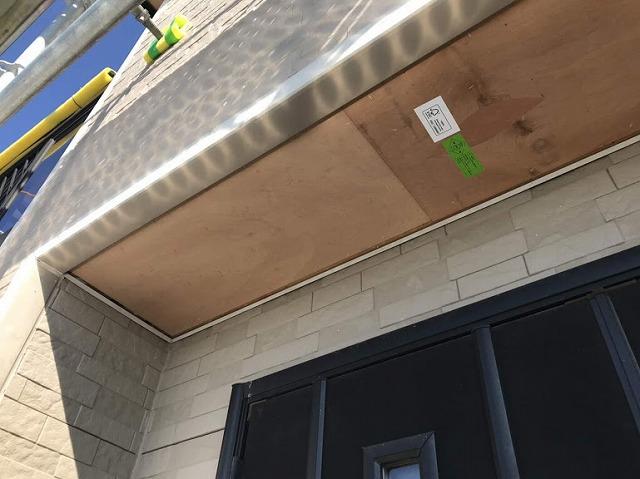 玄関の軒天井の下地ラワン耐水合板
