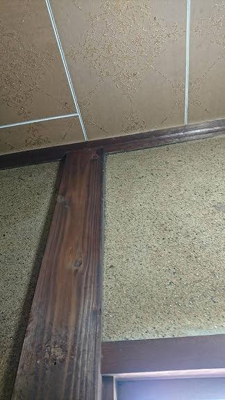 天井側に雨漏りの形跡はなし