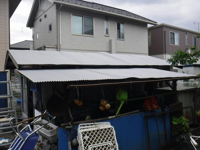 仮止め農機具小屋の波板屋根