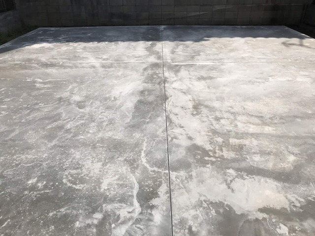 土間コンクリートに伸縮目地を入れた状態