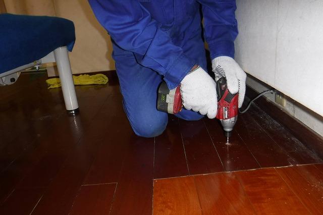 床板に薬剤注入用の穿孔処理