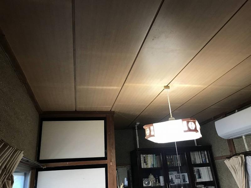 雨漏りしている和室天井