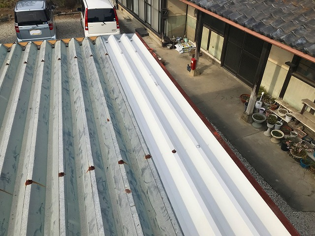 車庫の折板屋根
