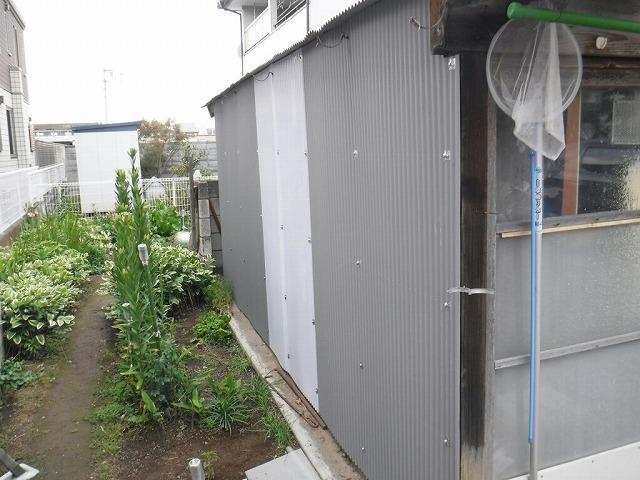 農機具小屋壁面波板仮止め