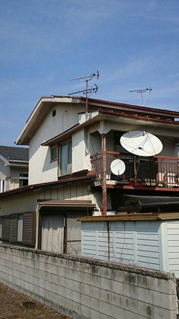 家の斜め全景
