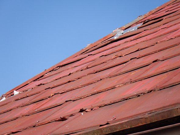 トタン屋根の浮きと銀紙