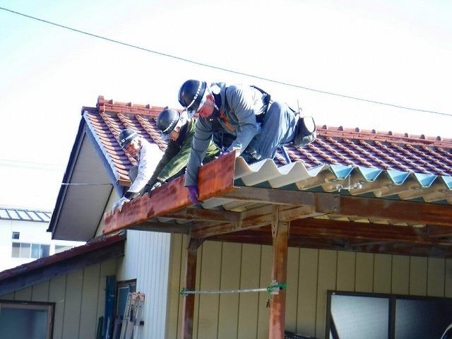車庫の破風板取り付け