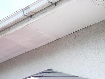 軒天井と外壁のすき間