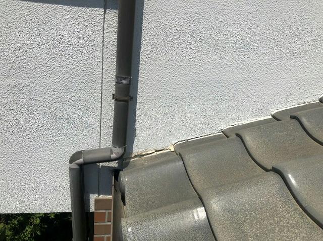 壁と瓦のすき間ができているところ