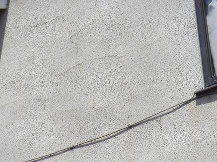 西側外壁細かいヘアクラック