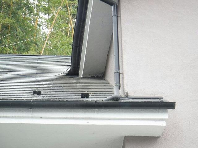 玄関の上の屋根